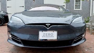 Tesla Model S bị cạnh tranh bởi chính người anh em Model 3