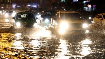 Lái xe mùa mưa bão, tài xế cần chú ý gì?