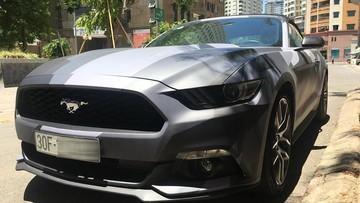 Ford Mustang mui trần tại Hà Nội khoác áo theo phong cách nhà binh