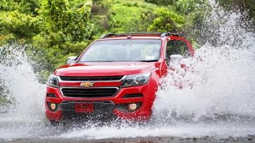 5 điều cần làm khi lái xe qua đoạn đường ngập nước