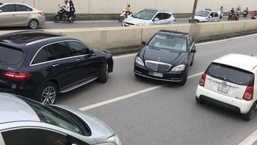 """Người lái Mercedes-Benz S500 biển """"ngũ quý 7"""" chạy ngược chiều tại hầm Kim Liên bị phạt 1 triệu đồng"""