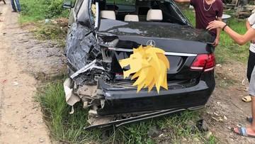 Hà Nội: Ngủ gật, tông vào đuôi Mercedes-Benz E400, tài xế ô tô tải bị bắt đền 1 tỷ đồng