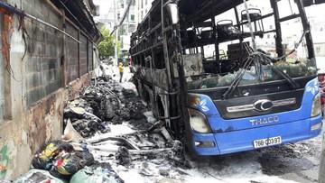 TP. Hồ Chí Minh: Xe khách cháy rụi sau tiếng nổ lớn