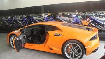 """Siêu xe Lamborghini Huracan """"gào thét"""" bên trong cửa hàng """"Su xì po"""" tại Bình Dương"""