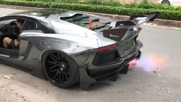 """Xem siêu xe Lamborghini Aventador độ body kit bản giới hạn gần 3 tỷ đồng nẹt pô """"khạc lửa"""""""