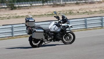 """BMW trang bị """"bộ não thông minh"""" cho R1200GSA với khả năng tự """"ôm cua"""""""