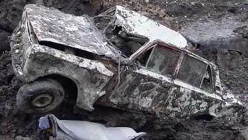 """Chôn ba chiếc ô tô xuống đất rồi tự đào lên sau một năm là trò """"tiêu khiển"""" của người Nga này"""