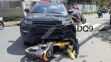 Thủ Đức: Tai nạn giữa SUV hạng sang Range Rover Evoque và xe máy khiến 1 người bị thương nặng