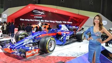 Cận cảnh chiếc xe đua Công thức 1 Toro Rosso Honda tại VMS 2018