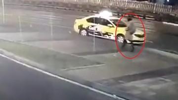 Bị bánh xe tải đập trúng người, nữ thu ngân tử vong trên vỉa hè