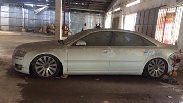 """Xót xa với hình ảnh chiếc xe sang Audi A8L đời cũ đóng bụi dày đặc do bị chủ nhân """"bỏ rơi"""" nhiều năm"""