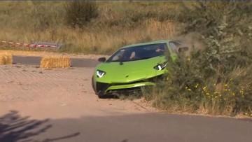 Siêu xe Lamborghini Aventador SV lao lên bãi cỏ, Bugatti Chiron tông vật cản