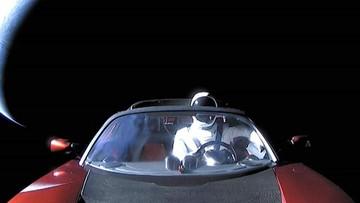 Chiếc Tesla Roadster của tỷ phú Elon Musk đã ra khỏi quỹ đạo của sao Hỏa