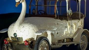 """Brook Swan Car 1910 - Chiếc xe thiên nga với khả năng """"đi vệ sinh ra đất"""" cực quái dị"""