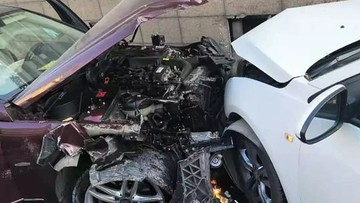 Đạp nhầm chân ga, nữ tài xế lái Mercedes-Benz đâm liên hoàn 9 ô tô