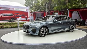 [Infographic]: Giá lăn bánh xe VinFast LUX A2.0 - xe sedan đầu tiên của Việt Nam - là bao nhiêu?