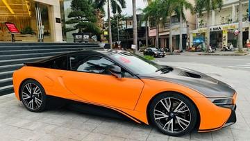 Ông chủ khách sạn cao cấp tại Đà Nẵng thay áo cho xe thể thao BMW i8 cực ngầu