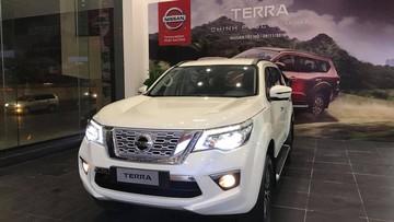 SUV 7 chỗ Nissan Terra bất ngờ về đại lý trong đêm