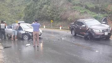 Sơn La: Va chạm với Hyundai Grand i10, xe bán tải Nissan Navara gãy trục