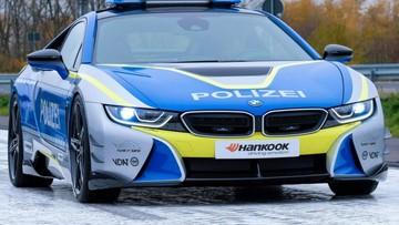 Đây là chiếc BMW i8 Roadster độ mà mọi cảnh sát đều muốn lái