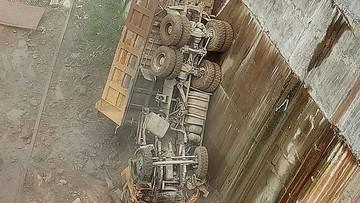 Điện Biên: Xe ben chở đất rơi xuống lòng hồ thủy điện Long Tạo, tài xế tử vong