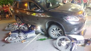 TP. HCM: Nissan X-Trail đâm hàng loạt xe máy khiến nhiều người thương vong