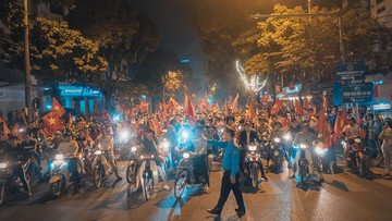 """Hàng loạt tai nạn giao thông nghiêm trọng xảy ra do cổ đông viên quá khích đi """"bão"""" sau chiến thắng của đội tuyển Việt Nam"""