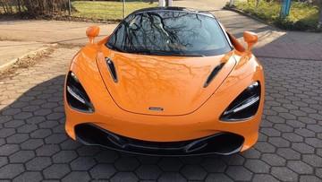 Siêu xe McLaren 720S màu cam độc nhất tại Việt Nam, vẫn là những người yêu xe tại Sài thành tậu