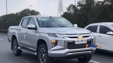 Xe bán tải Mitsubishi Triton 2019 bất ngờ chạy trên đường phố Việt Nam