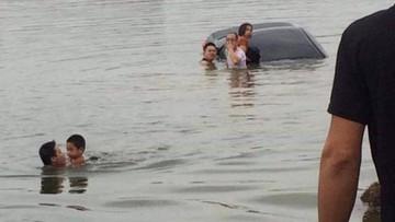 Bắc Giang: Giày cao gót của nữ tài xế mắc vào chân ga khiến ô tô lao xuống hồ