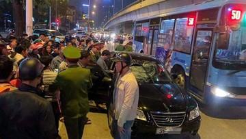 """Hà Nội: """"Xe điên"""" đâm 2 bà bầu nhập viện rồi bỏ chạy, tông tiếp taxi"""