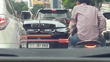 """Siêu phẩm Bugatti Chiron tại Campuchia mang siêu biển """"tứ quý"""" 8 khiến không ít nhà giàu Việt """"lác mắt"""""""