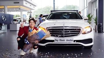 Đầu năm mới, diễn viên Duy Khánh Zhou Zhou đã tậu hẳn Mercedes-Benz E200 làm quà sinh nhật