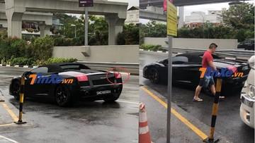 """Tông vào đuôi siêu xe Lamborghini Gallardo mui trần, tài xế xe khách """"xanh mặt"""" nghĩ đến khoản tiền bồi thường"""