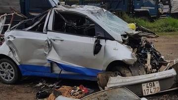 Lâm Đồng: Nữ tài xế điều khiển xe taxi va chạm với xe máy ở vận tốc 107 km/h khiến 7 người thương vong