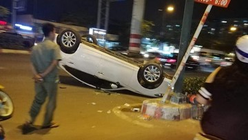 Chồng say rượu đâm lật Mazda6 tại Sài Gòn, vợ lên mạng mắng bạn chồng không tiếc lời