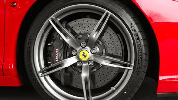 Đây là lý do tại sao lốp xe hiện đại có màu đen