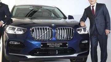 Ông Park Hang Seo - HLV đội tuyển bóng đá Việt Nam - được tặng SUV hạng sang BMW X4