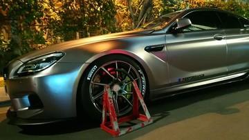 Sài Gòn: Vui chơi ngày Tết, BMW 6-Series độ bị bảo vệ khoá bánh 1 bên tài vì đỗ xe sai