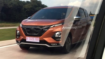 """Nissan Grand Livina 2019 với thiết kế """"na ná"""" Mitsubishi Xpander bị bắt gặp trên đường trước ngày ra mắt"""