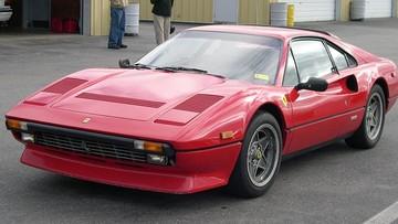 Cô gái tình cờ phát hiện bộ đôi siêu xe Lamborghini và Ferrari bị lãng quên có trị giá gần 12 tỷ đồng