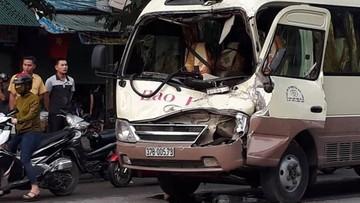 Nghệ An: Xe khách vượt đèn đỏ, đâm thẳng vào xe tải khiến tài xế kẹt trong cabin