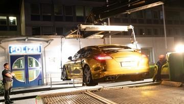 Porsche Panamera dán đề-can crôm vàng bị cảnh sát tịch thu vì khiến người đi đường chói mắt