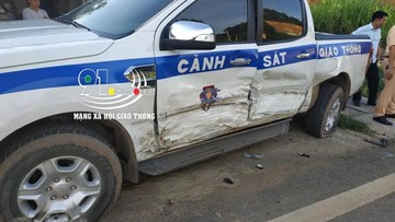 Sơn La: Hyundai Kona lấn sang làn đường ngược chiều, đâm trúng ô tô của cảnh sát giao thông