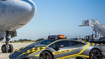 """Nhiệm vụ duy nhất của siêu xe Lamborghini Huracán này là """"lùa máy bay về chuồng"""""""