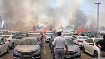Xe container kéo lê dây xích sắt trên đường gây hỏa hoạn, thiêu rụi 86 chiếc ô tô của một đại lý