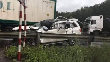 SUV hạng sang Mercedes-Benz GLS tan nát trong vụ tai nạn liên hoàn trên cao tốc Hà Nội - Lào Cai