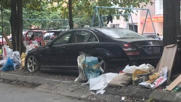 """Mercedes-Benz S63 AMG bị chủ """"vứt bỏ"""" nhiều năm tại Hà Nội, xung quanh toàn là rác thải"""