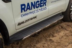 Bệ lên xuống của Ford Ranger 2016