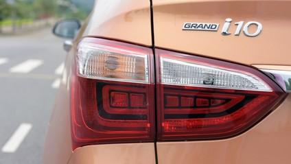 đèn xe Hyundai Grand i10 2017 10